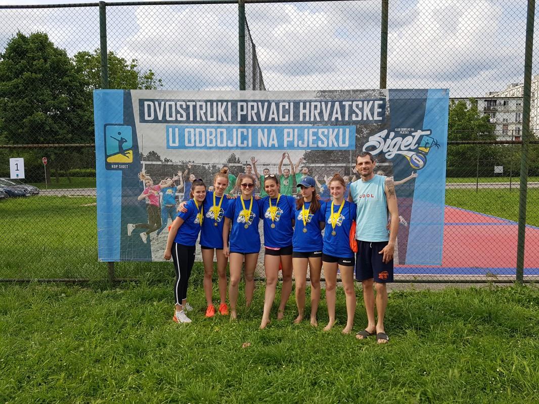Najboljim mlađim kadetkinjama i kadetkinjama medalje je uručio proslavljeni hrvatski reprezentativac Toni Kovačević